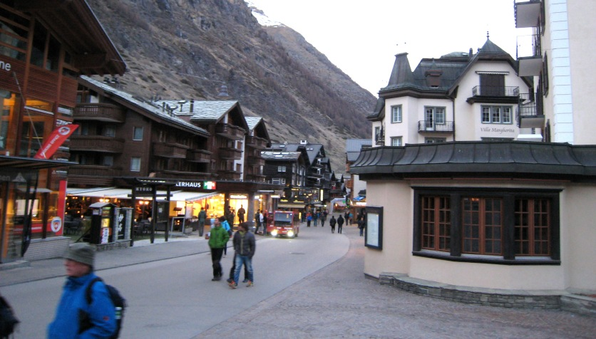 045 Zermatt main drag