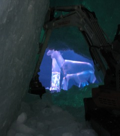075 Ice sculpture through hole