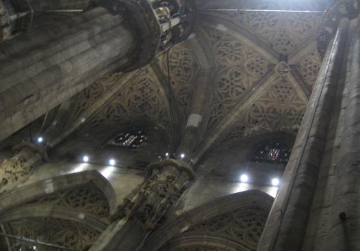 1039 Intricate Ceiling