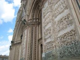 1140 Facade Carvings