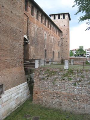 606 External moat