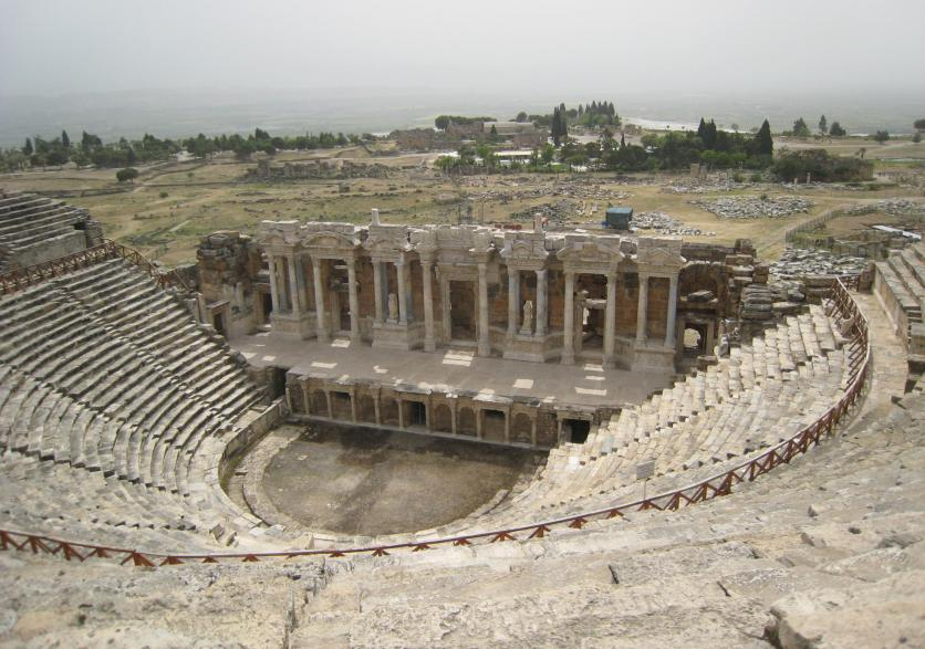 882 Amphitheatre with Pool