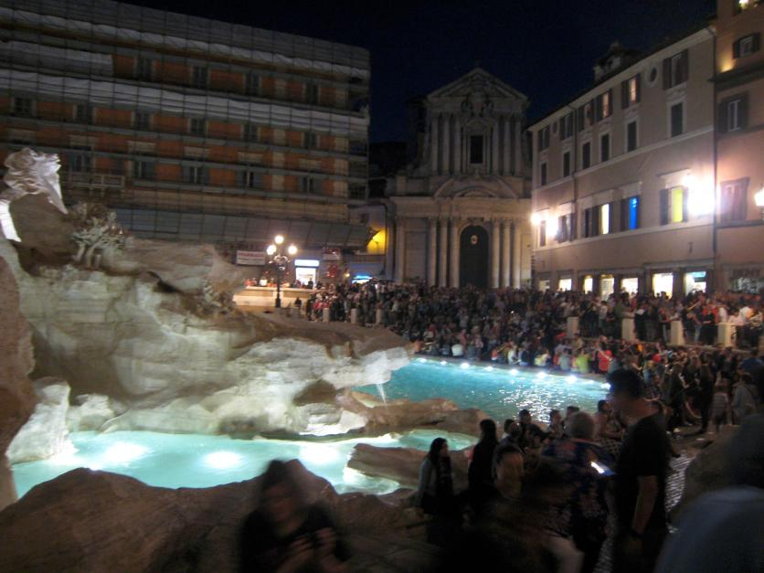 1392 Trevi Crowds