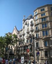 1762 Gaudi Building