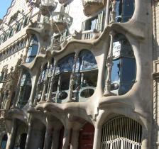1763 Gaudi Building
